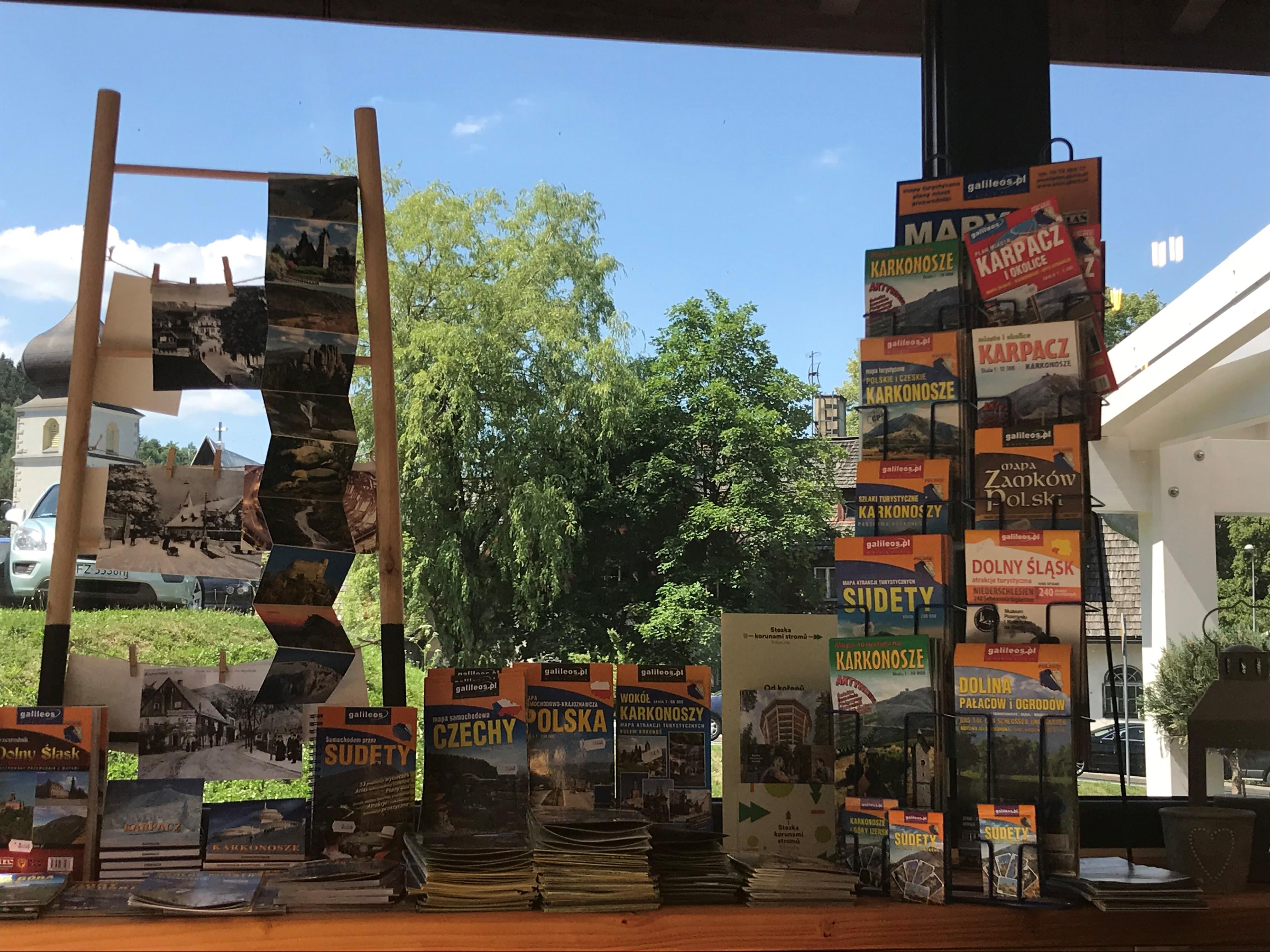 biuro turystyczne w karpaczu mapy i ulotki