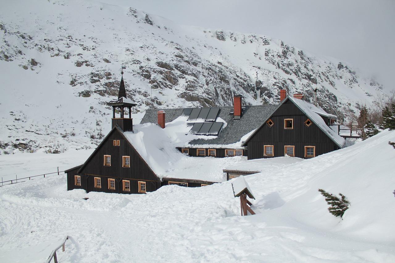 świątynia wang w karpaczu zimą